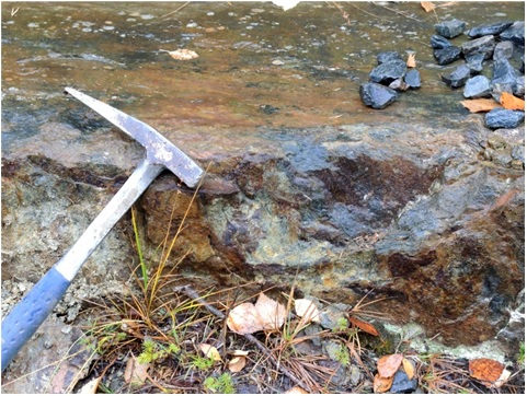 Oxidizing sulfide-rich mineralization in outcrop at the Skvasselbostraket prospect.